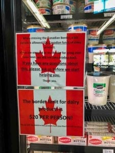 Border-Town-Life-United-States-America-Canada-Bianca-Mass-Consternation-4